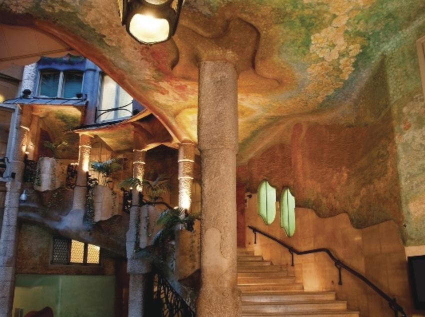 Escalera de acceso al primer piso de la Casa Milà, La Pedrera.