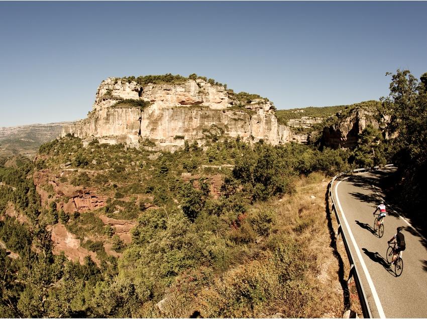 Les carreteres estretes,de la ruta, conviden a gaudir sense patir massa als revolts. © Andoni Epelde (Pedalier)