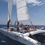 <div>Sortida familiar amb catamarà per visitar boniques cales. (Bravamar, Castell-Platja d'Aro)</div>
