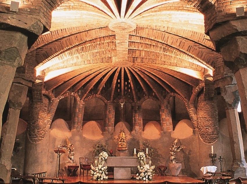 Excursió per la màgica Montserrat i la cripta amagada de Gaudí