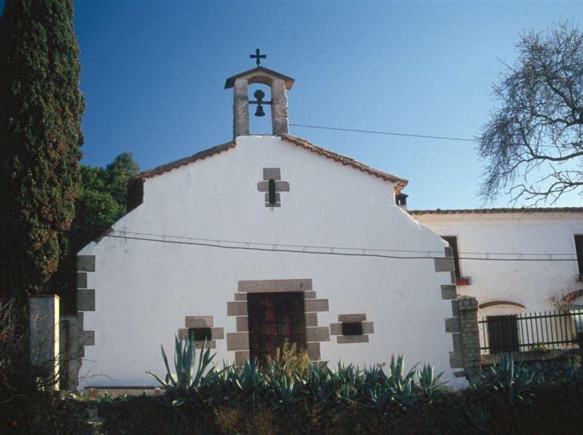 La Capella de Sant Sebastià i Innocenci d'Argentona, rodejada de natura. (Fundació Turística Santa Susanna)