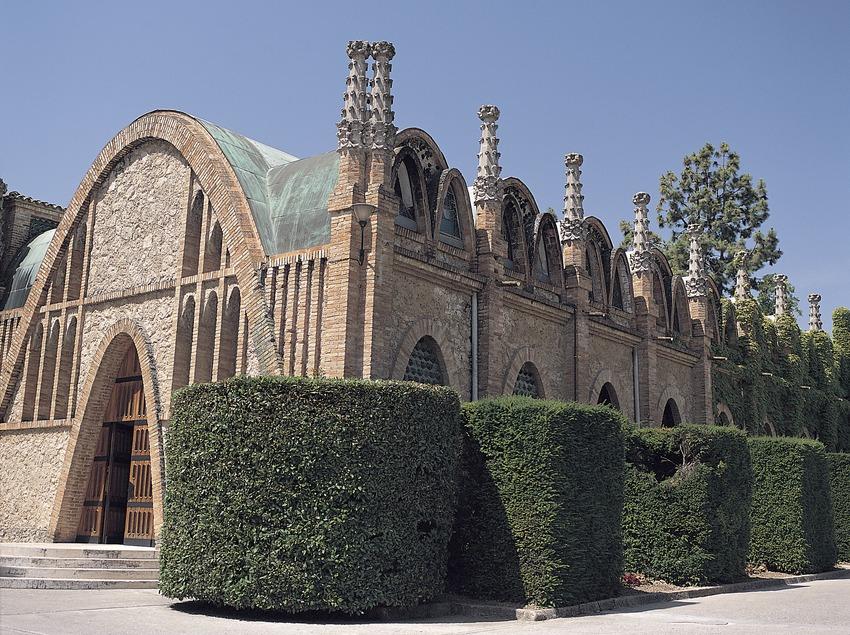 Edificio de bodegas de las cavas Codorniu  (Felipe J. Alcoceba)