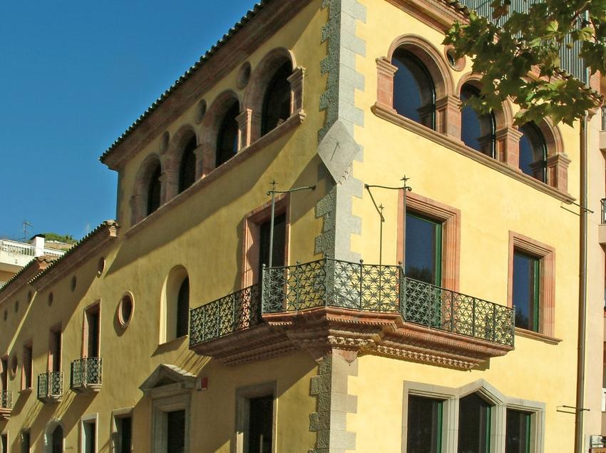 El conjunt de cases senyorials de la vila, al carrer Ample de Blanes.(Oficina Municipal de Turisme de Blanes)&