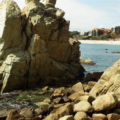 La platja de Fenals, de Lloret de Mar, està situada en una badia arrecerada dels vents. (