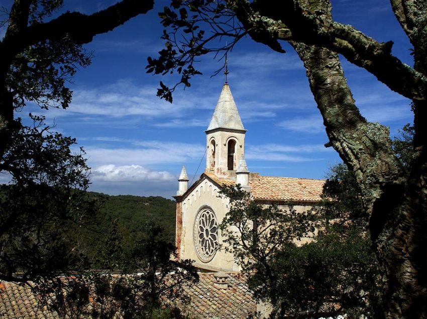 El santuari de Sant Grau, al massís de Cadiretes, a prop de Tossa de Mar. (Fundació Turística Santa Susanna)
