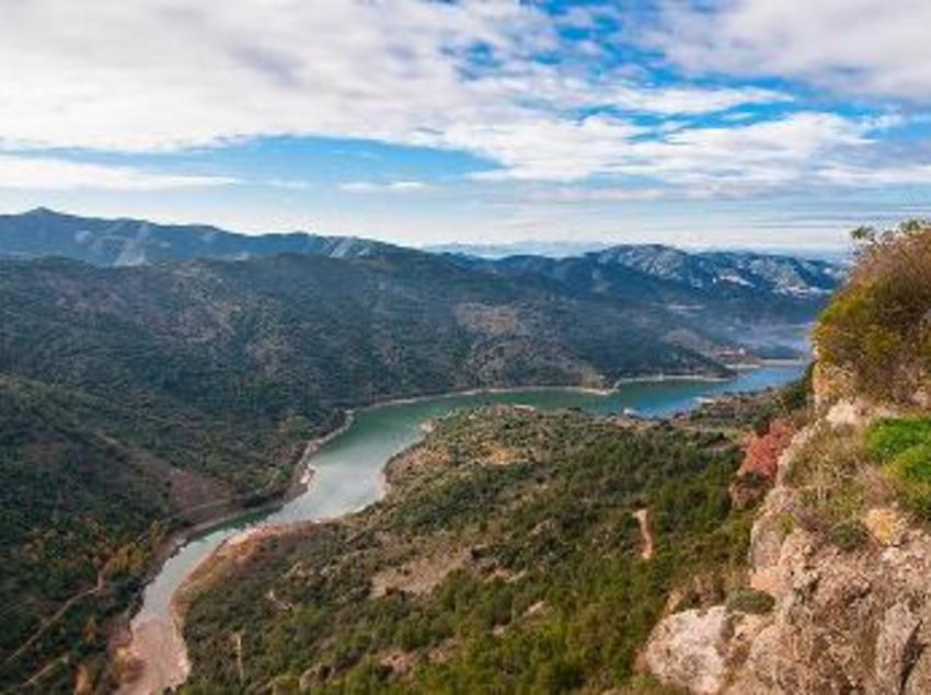 <div>El pantà de Siurana es troba entre la serra del Montsant i les muntanyes de Prades. (Oficina de turisme de Mont-roig del Camp)</div>