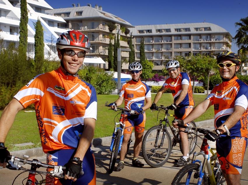Una foto de grup abans de començar la ruta. (Fundació Turística Santa Susanna)