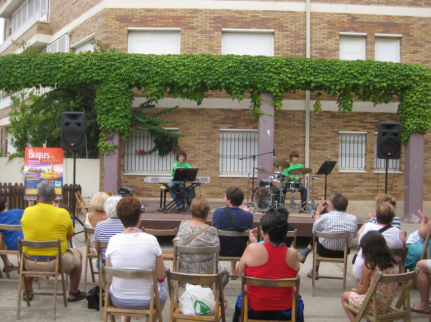 Concerts a la fresca al Beatles Weekend. (©Arxiu fotogràfic de l'Ajuntament de Torroella de Montgrí i l'Estartit)