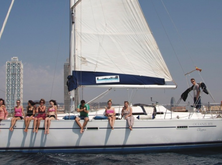 Enjoy Barcelona from the sea, sailing yacht tours