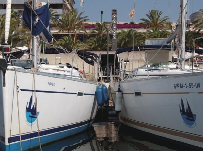 Gaudeix Barcelona des del mar en un veler privat