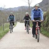 Ciclistes a la ruta entre Camprodon i Sant Pau de Segúries   (CVVGI. Toni León)