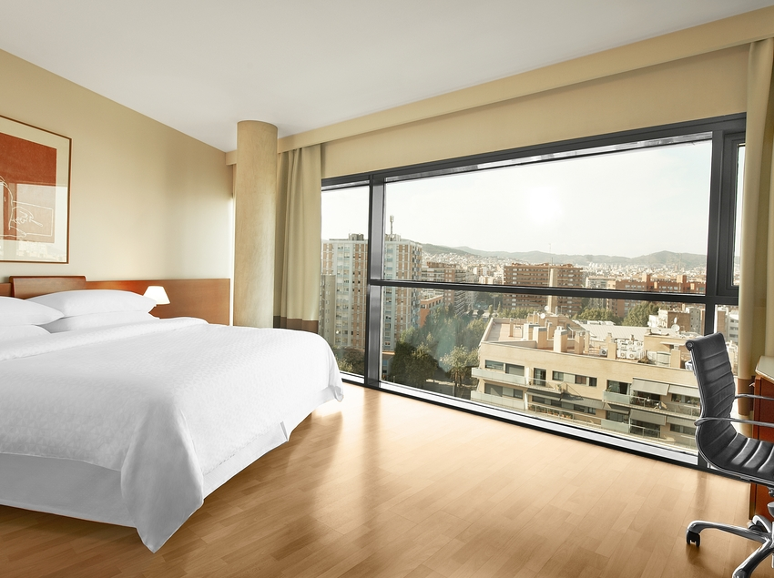 Habitación del hotel con vistas sobre la ciudad   (Four Points By Sheraton Barcelona Diagonal)