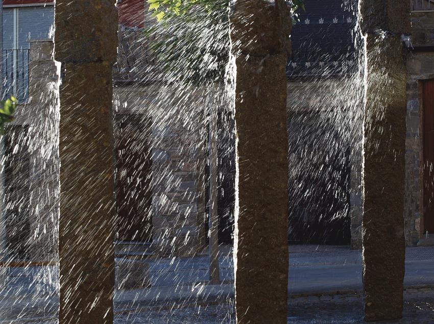Fuente Sol Aigua del escultor Christian Tobin   (Ajuntament de Tiurana)