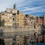 Des maisons au bord de l'Onyar et la cathédrale de Gérone.  (Servicios Editorials Georama)