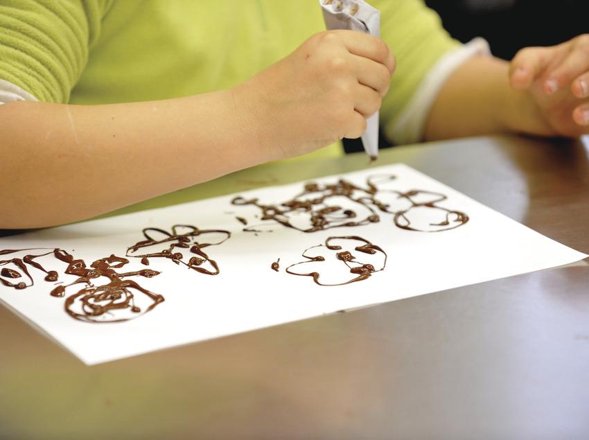 Actividad infantil de creación artística con chocolate     (Museu de la Xocolata)