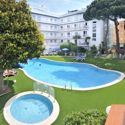 Piscina del hotel Balmes, en Calella.
