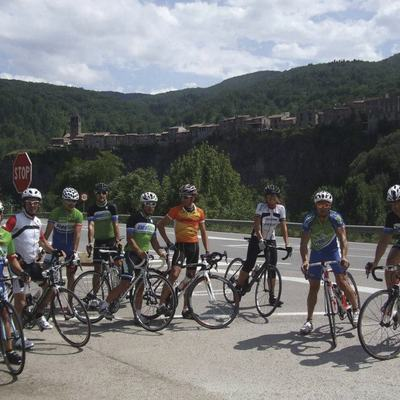 Grupo de ciclismo en carretera     (Cycling in Costa Brava.com)