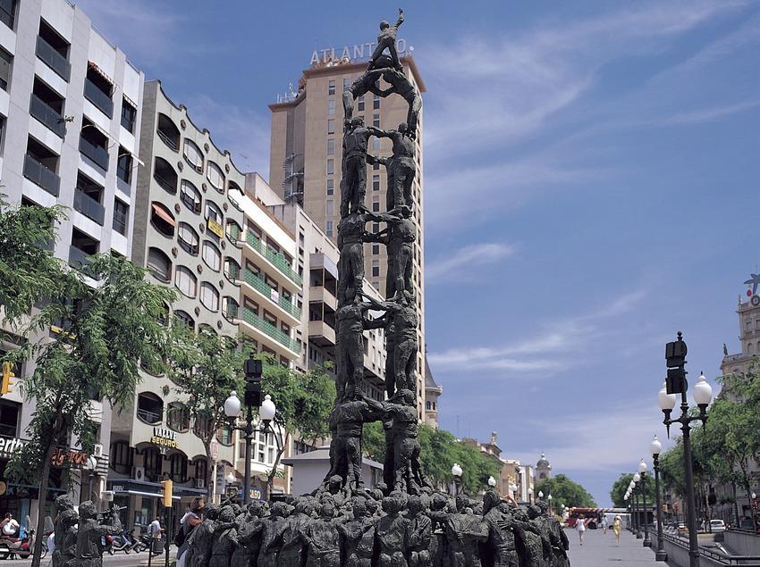 Monument als castellers a la Rambla Nova de Tarragona.  (Felipe J. Alcoceba)