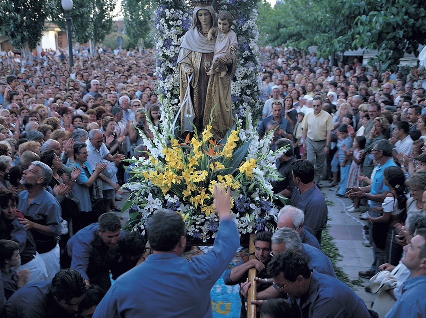 Procesión de la Virgen del Carmen en el barrio del Serrallo de Tarragona.  (Felipe J. Alcoceba)