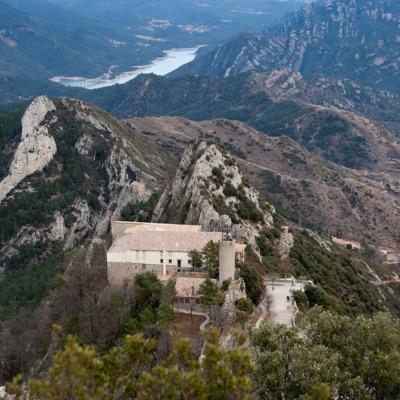 Serra de Queralt - vistes santuari i embassament Baells     (DTF Berga)