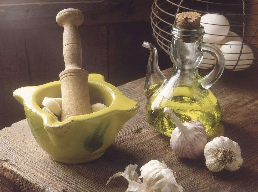 Ingredientes para la elaboración del alioli.