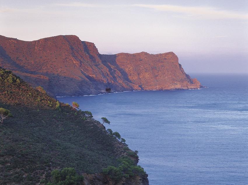 Bahía de Jóncols y punta de sa Figuera, en el Parc Natural del Cap de Creus