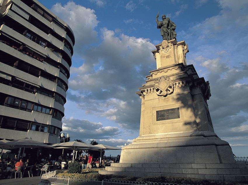 Monumento a Roger de Llúria al final de la Rambla Nova, Tarragona.  (Rafael López-Monné)