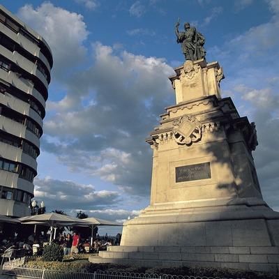 Monument a Roger de Llúria al final de la Rambla Nova, Tarragona.  (Rafael López-Monné)