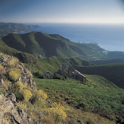 Monasterio románico de Sant Pere de Rodes, en el Parc Natural del Cap de Creus