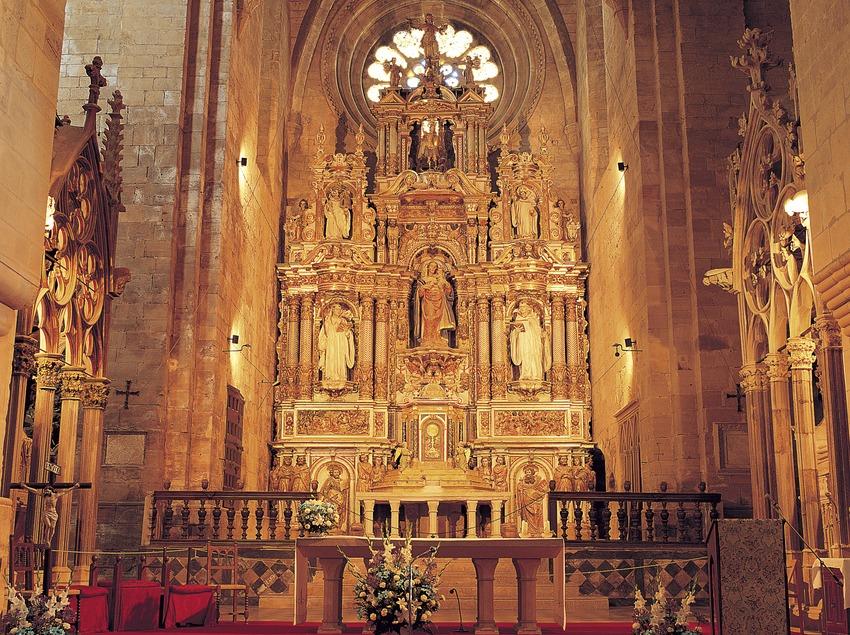 Altar mayor de la iglesia del monasterio cisterciense de Santes Creus  (Felipe J. Alcoceba)