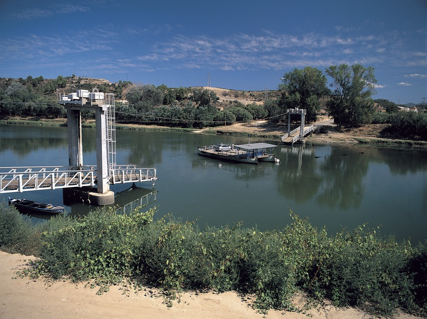 Paso de barca en el río Ebro..  (Oriol Alamany)