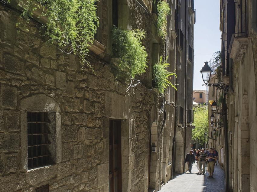 Calle del Call (Barrio judío) de Girona. Estas imágenes han estado adquiridas a través del proyecto Eurocat, dentro del programa comunitario POCTEFA y, en este sentido, su exhibición pública ha de llevar los logos de su financiamiento comunitario.