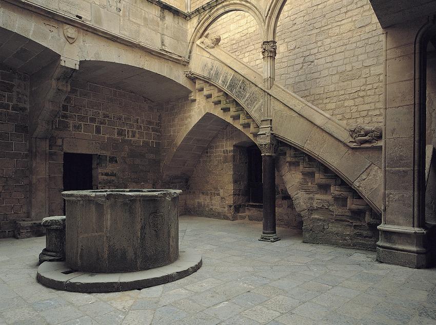Monasterio cisterciense de Santes Creus. Patio del Palacio Real  (Toni Vidal)