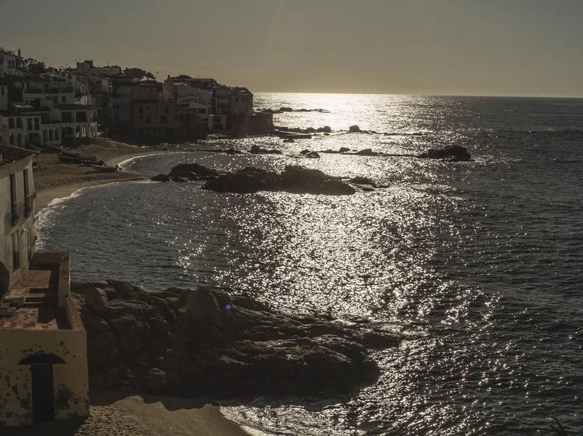 Perfil de la platja del Port Bo de Calella   Aquestes imatges han estat adquirides a través del projecte Eurocat dins el programa comunitari POCTEFA i, en aquest sentit la seva exhibició pública ha de portar els logos del seu finançament comunitari.  (@ Departament de Presidència de la Generalitat d