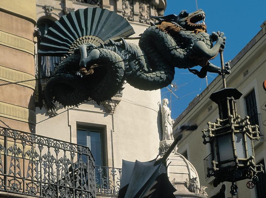 Dragón de la casa Bruno Quadros, en la Rambla de Barcelona.  (Servicios Editorials Georama)