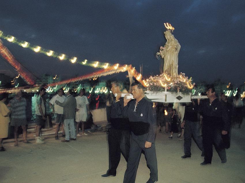 Procesión marinera de la Virgen del Carmen, en La Ampolla.  (Rafael López-Monné)