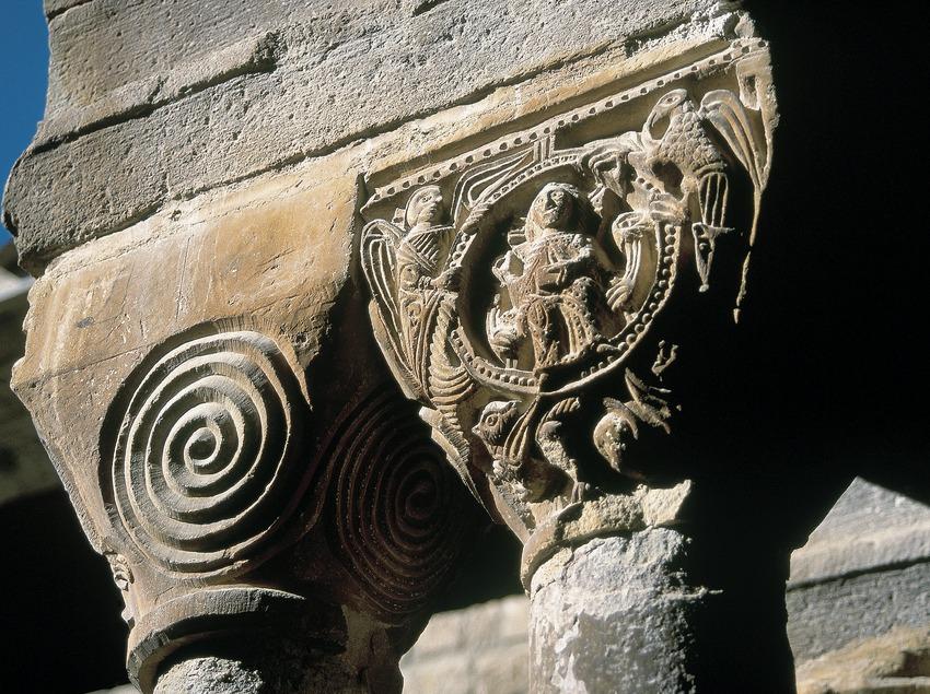 Capiteles románicos del claustro del monasterio de Santa Maria de l'Estany.  (Servicios Editorials Georama)