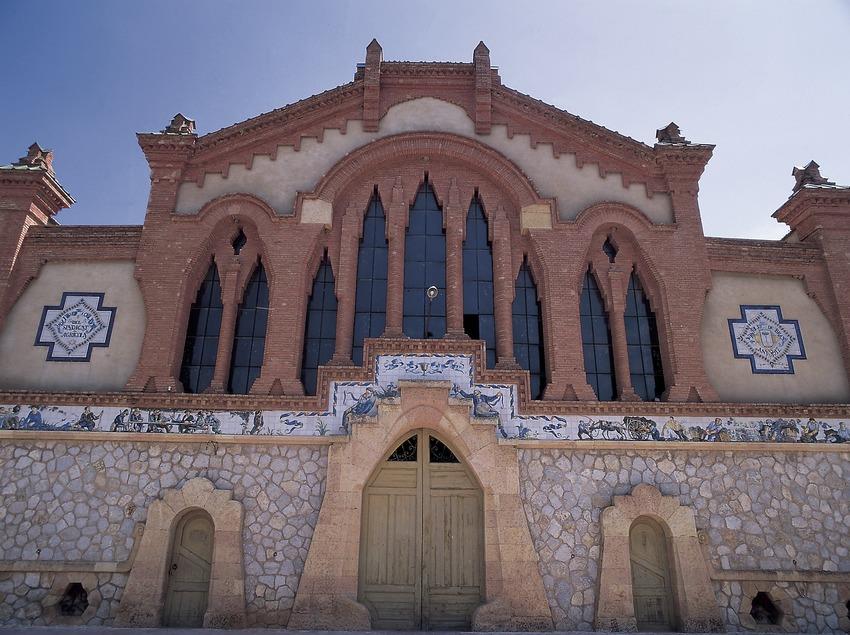 Façana del celler cooperatiu del Pinell de Brai, conegut com la Catedral del Vi  (Oriol Alamany)