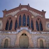 Fachada de la bodega cooperativa del Pinell de Brai, conocida como la Catedral del Vino