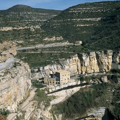 Monasterio de Sant Miquel del Fai y el salto del río Tenes.  (Servicios Editorials Georama)
