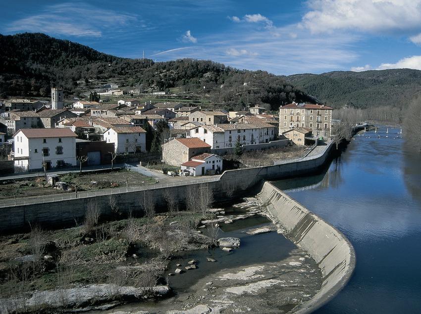 Vista del Montesquiu y el río Ter.  (Servicios Editorials Georama)