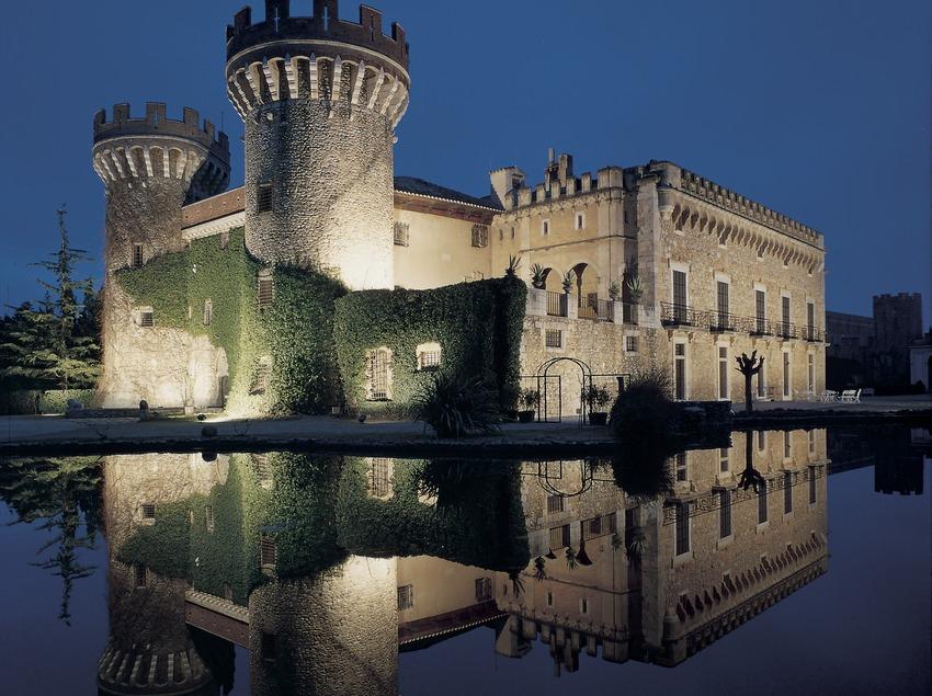 Castillo de Peralada.   (Castell de Peralada)