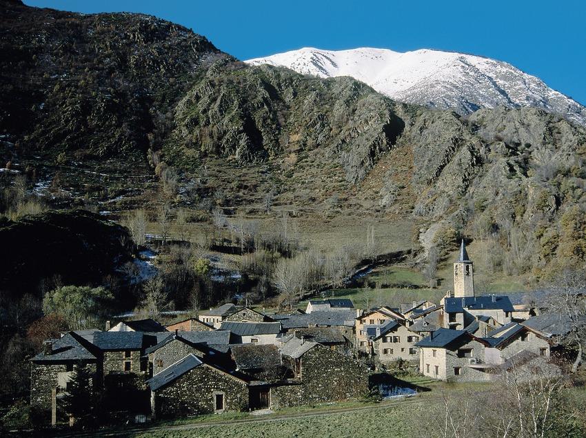 Borén, avec au fond la sierra de Campans.