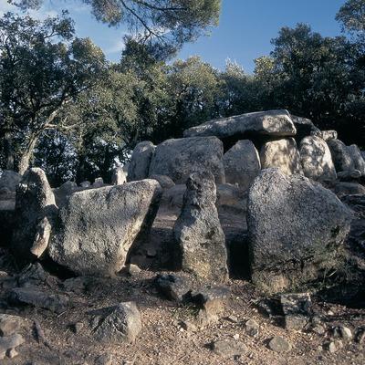 Dolmen de la cueva de Daina  (Servicios Editorials Georama)