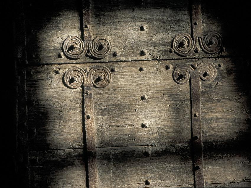 Porte en fer forgé de l'église paroissiale de Santa Maria de Darnius.  (Servicios Editoriales Georama)