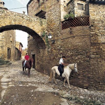 Paseo a caballo por el casco viejo.  (Turismo Verde S.L.)