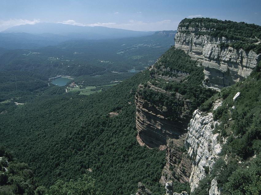 Die Sierra del Mig und das Valle del Ter von Tavertet aus gesehen