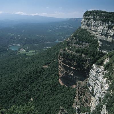 Vista del serrat del Mig i la vall del Ter des de Tavertet