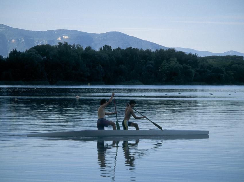 Pruebas de remo en el lago de Banyoles