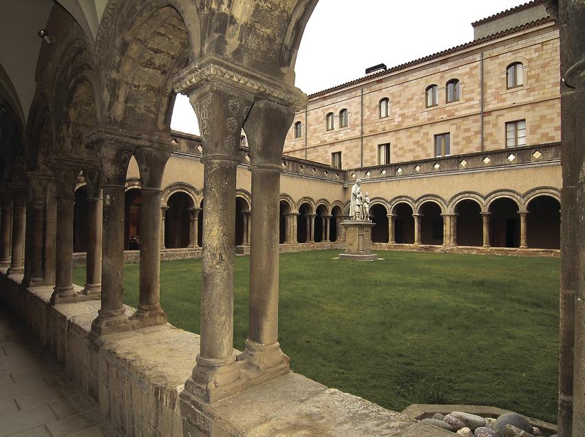 Claustre romànic del monestir de Santa Maria de Bellpuig de les Avellanes.  (Chopo (Javier García-Diez))